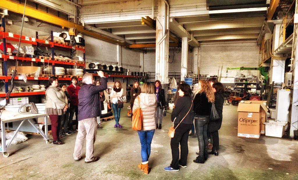 Curvados Quintín abre las puertas de Bio Curve a un grupo de alumnos y alumnas del Colegio de Biólogos
